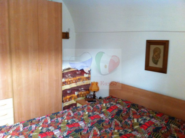 Cheap accommodation Italy lift
