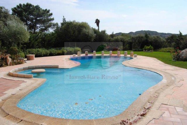 Quanto è una villa con piscina a Porto Rotondo